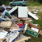 Affald dumpet i skov.