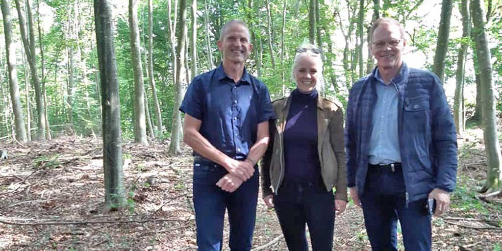Fra højre: Erling Bonnesen (Venstre), Signe Munk (SF) og Jan Søndergaard, direktør i Dansk Skovforening.